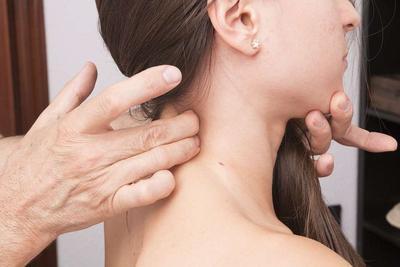 按摩头皮可促进牛皮癣康复 3种护理促进牛皮癣康复